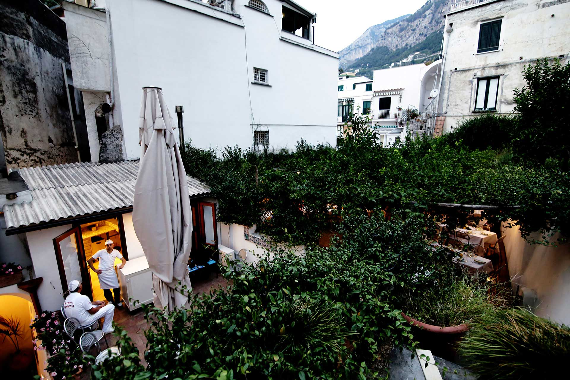 Pizza party, aperitif Bellini, traditional italian lunch your perfect Rehearsal Dinner in Amalfi Coast